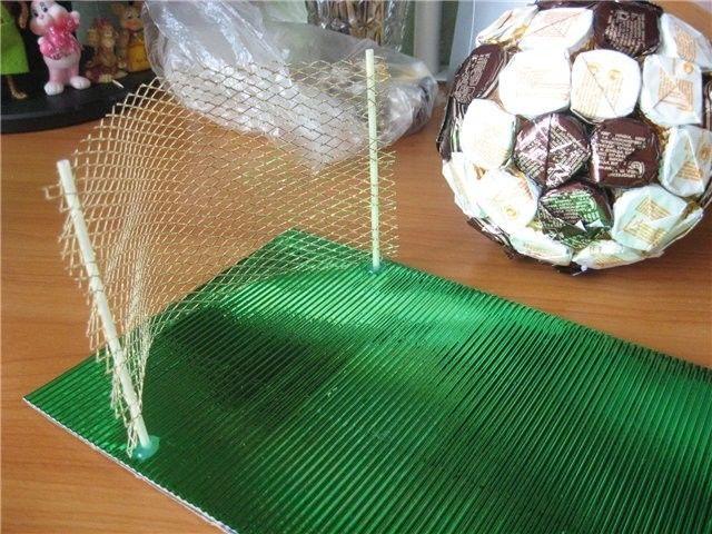 Мяч из конфет в подарок