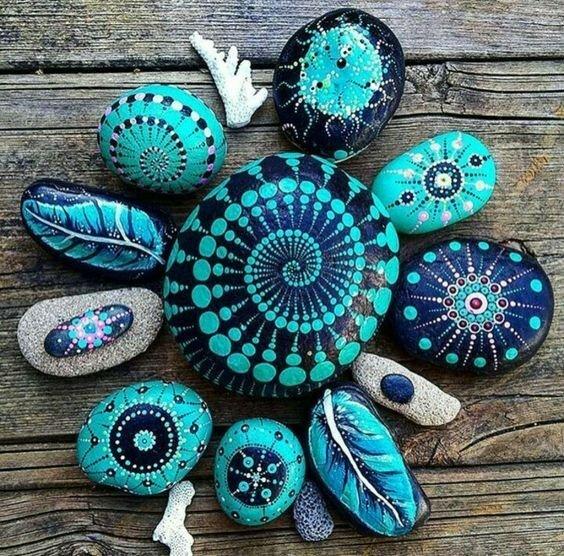 Роспись камешков после поездки на море
