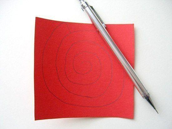 Сердце из спиральных бумажных цветов 1
