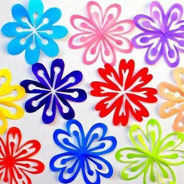 Вырезаем яркие и красивые снежинки-цветочки из бумаги 0