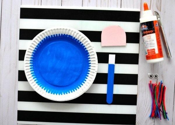 Медуза на одноразовой тарелке