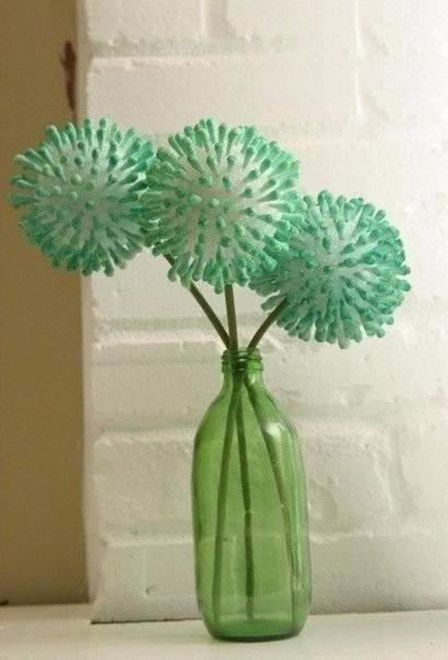 Цветочки из разукрашенных ватных палочек