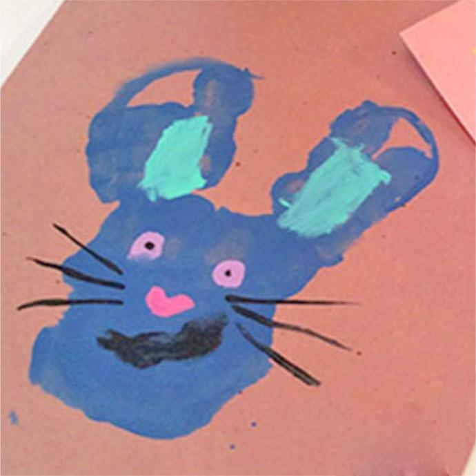 Рисуем с малышами зайчика ладошками