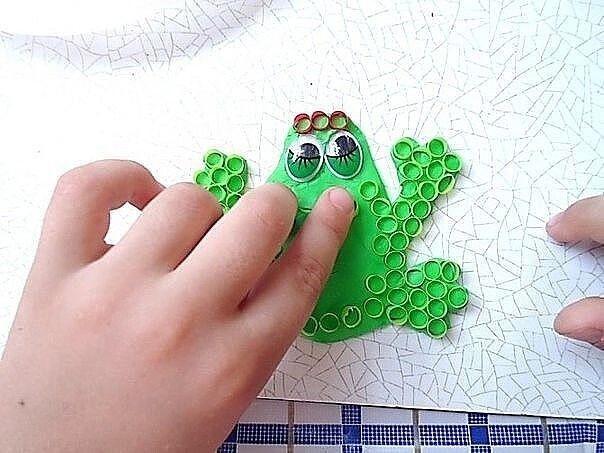Мозаика из коктейльных трубочек на пластилине