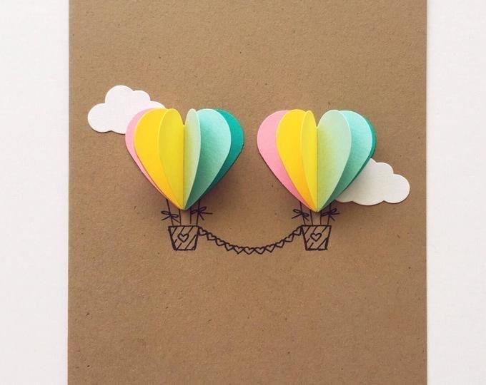 Открытка с воздушным шаром из цветной бумаги