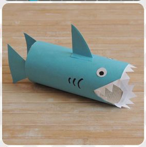 Акула из картонной втулки