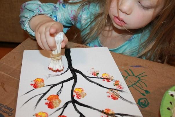 Рисуем с детьми осеннее дерево