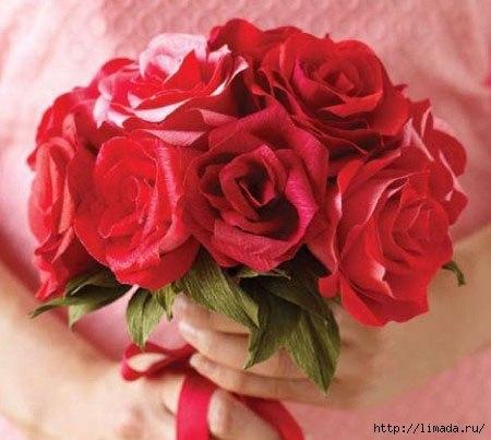 Розы из креповой бумаги