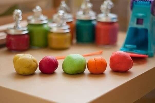 Безопасный пластилин-тесто детскими руками