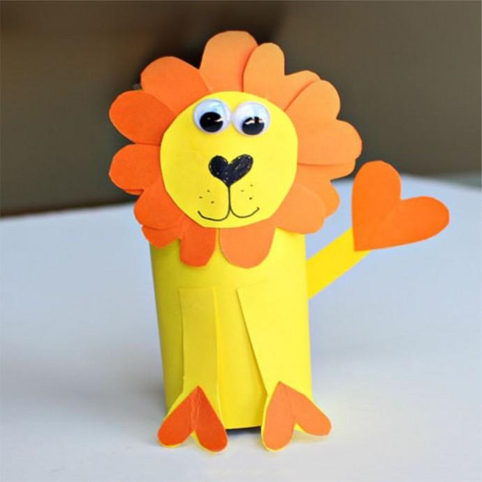 Львёнок из картонной втулки