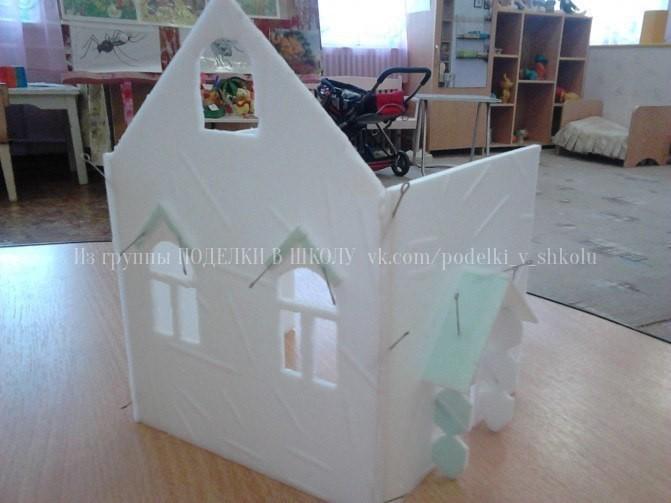 Домик из потолочной плитки