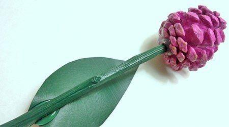 Букет роз из шишек