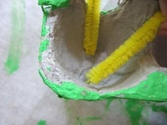 Гусеница из лотка из-под яиц