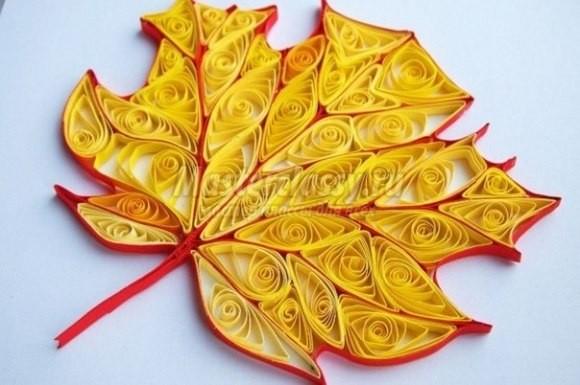 Квиллинг осеннего кленового листа