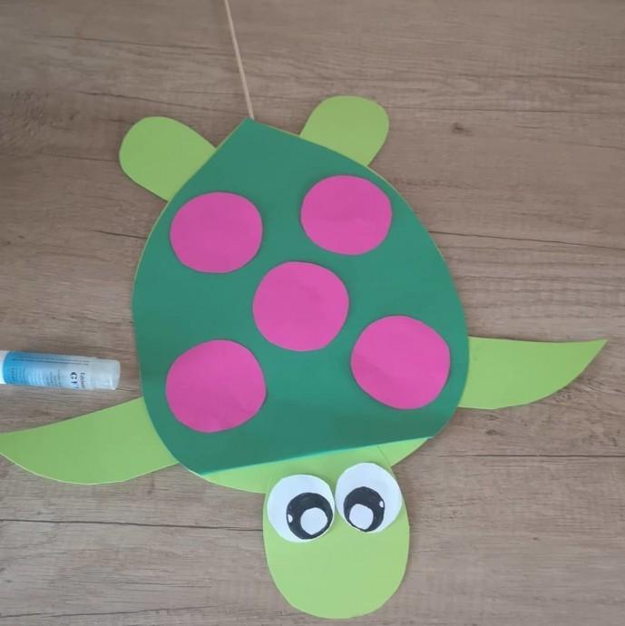 Морские черепашки из цветной бумаги