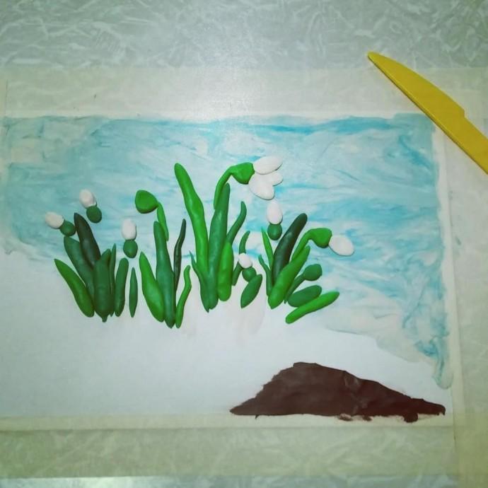Ландыши, которые нарисованы пластилином