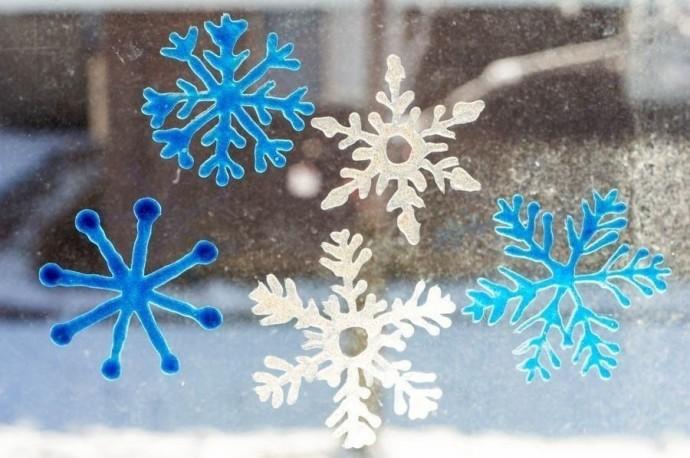 Снежинки своими руками из витражных красок 1