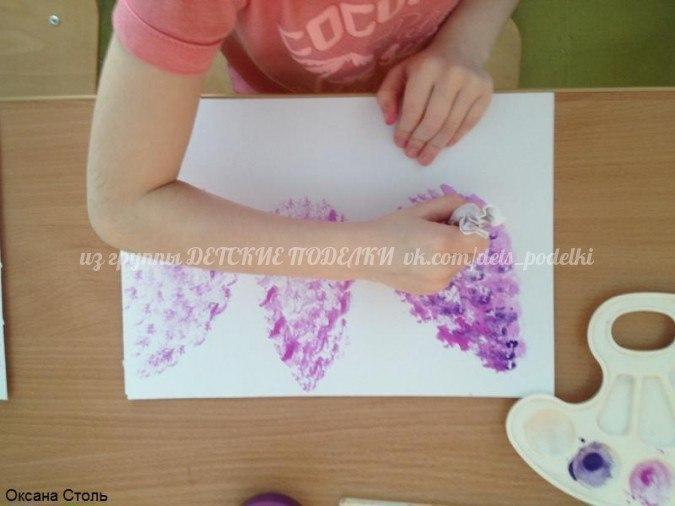 Рисование в нетрадиционной технике (метод тычка скомканной бумагой): сирень