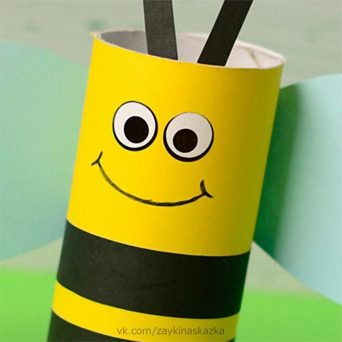 Пчёлка из картонной втулки