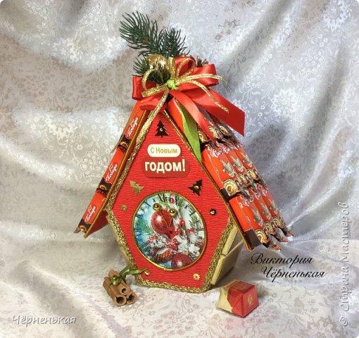Интересная идея упаковки для новогоднего подарка своими руками - домик из конфет