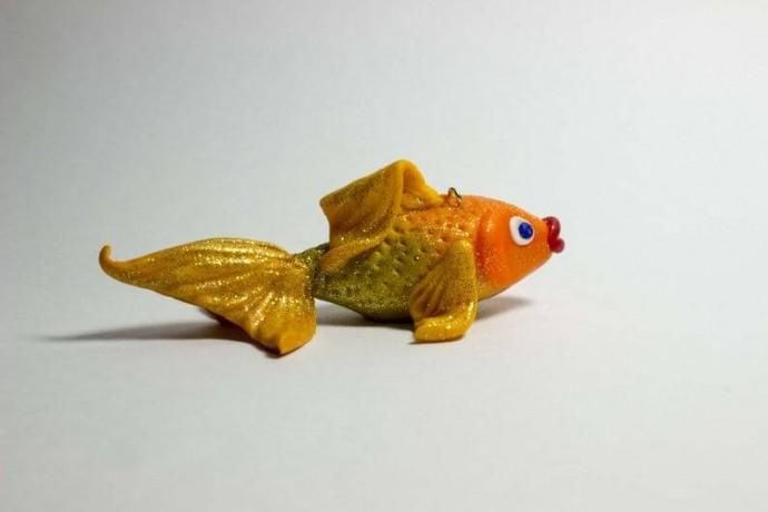 Золотая рыбка из полимерной глины