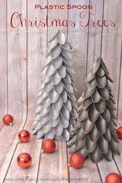 Новогодняя елка из пластиковых ложек 0