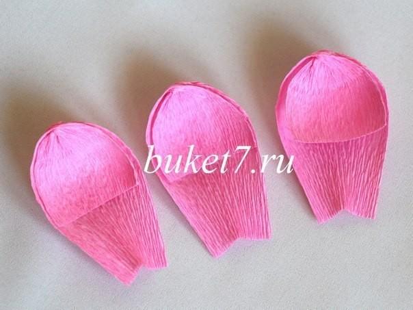 Крокусы из конфет из гофрированной бумаги 6