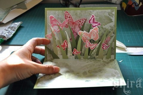 Открытка 3D с бабочками детскими руками
