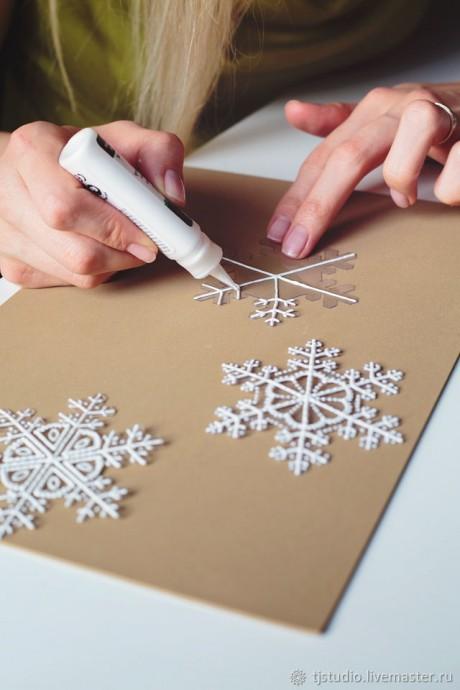 Снежинки из прозрачных упаковочных материалов