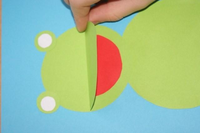 Лягушонок из кружочков бумаги