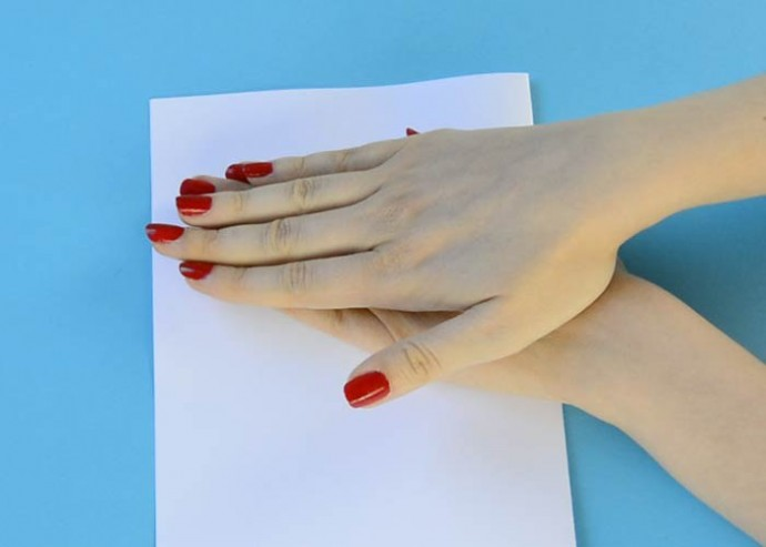 Яркая, объемная открытка с бумажным павлином внутри