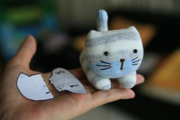 Милый котенок из носков 0