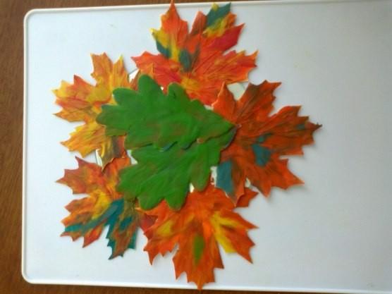 Рябина и листья из пластилина