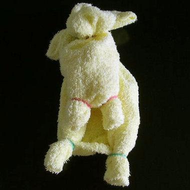 Делаем с детьми собачку из полотенца 6