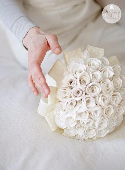 Роскошный букет для мамы из обычной бумаги