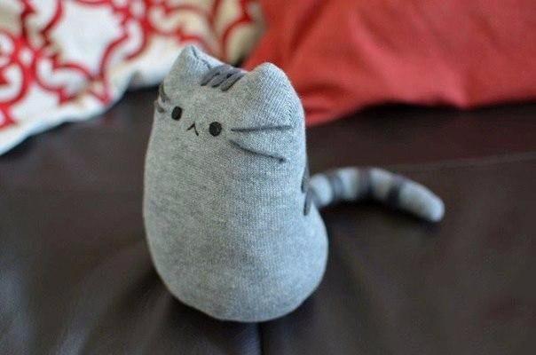 Плюшевый котик из носочка