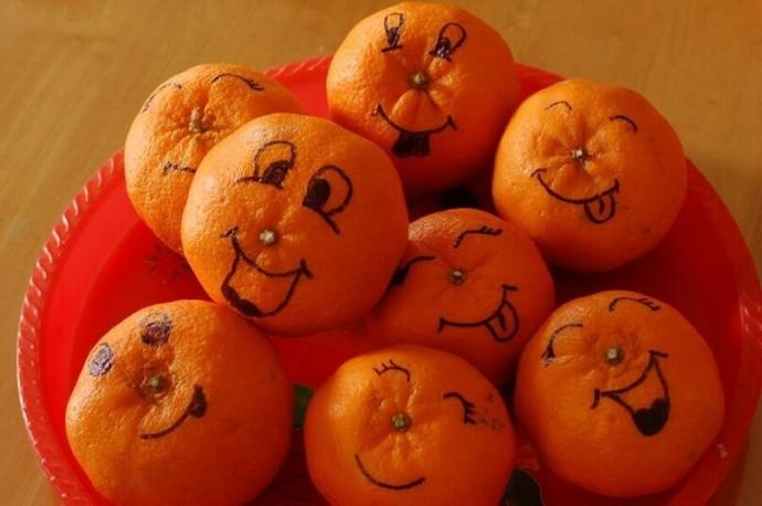 Новый вид творчества: рисование на мандаринках