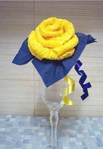 Роза из салфеток