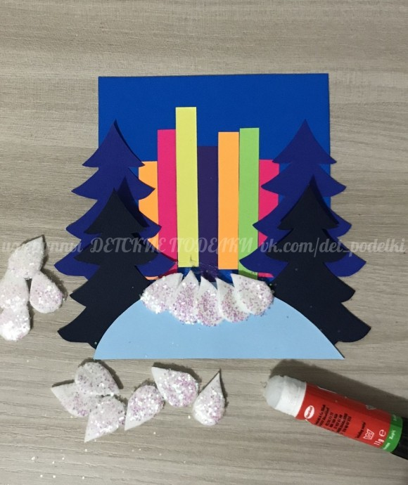 """Зимние новогодние поделки: аппликация из бумаги и ватных дисков """"Лесная красавица"""""""