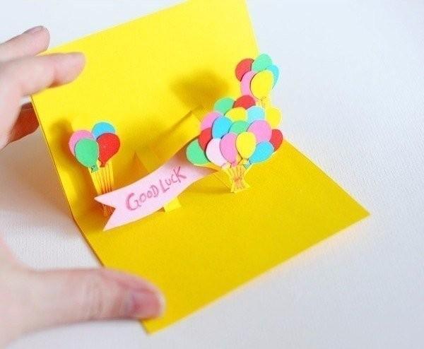 Праздничная открытка детскими руками
