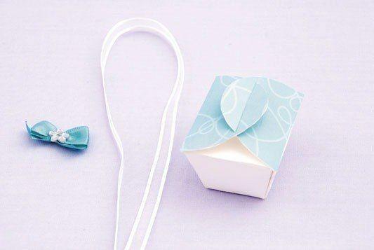 Как сделать с детьми  коробочку для подарка
