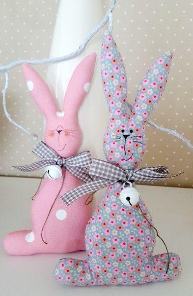 Разные кролики из текстиля, которых могут сшить даже малыши