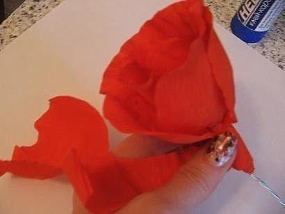 Реалистичные розы из гофробумаги