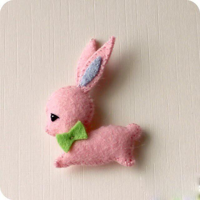 Как смастерить милого зайчонка из фетра