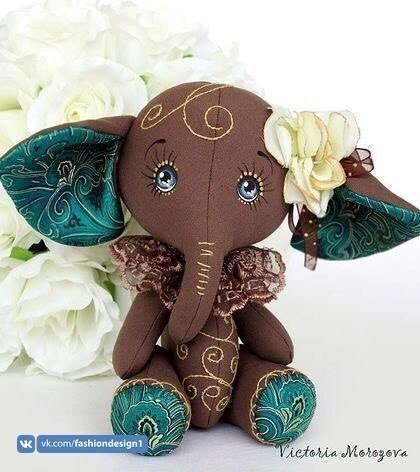Мягкая игрушка в виде слоника