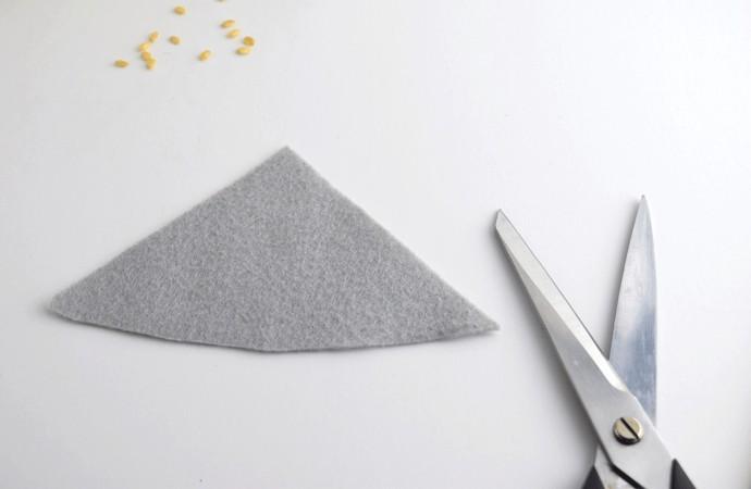 Скандинавский гномик из фетра и риса