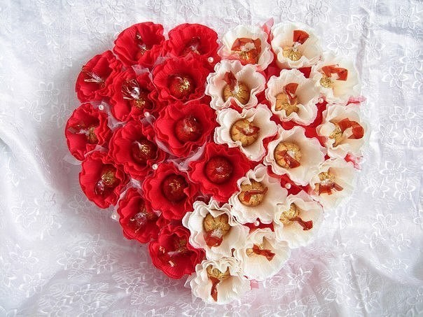 Сердце из конфет