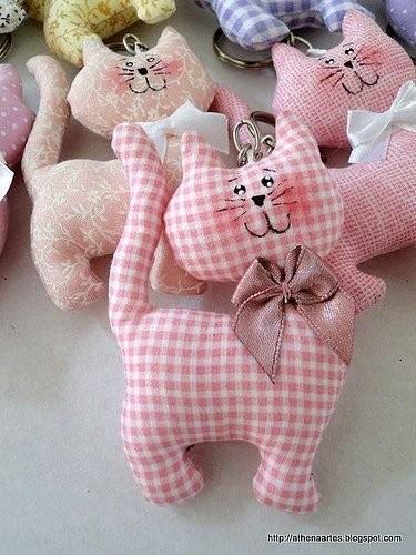 Бесконечно милые кoтики из ткани детскими руками