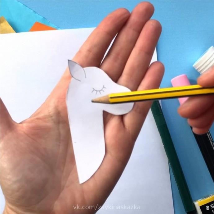 Объёмные единороги из цветной бумаги