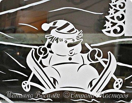 Весёлые снеговички: оформление окон вытынанками 4